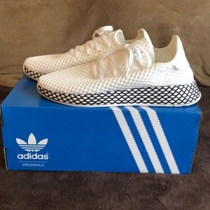 Adidas deerupt white and black